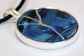 One of Kenetha's kintsugi-style circle pendants in a 30 mm setting.